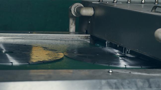 基体祛油之银天金刚石锯片生产工艺